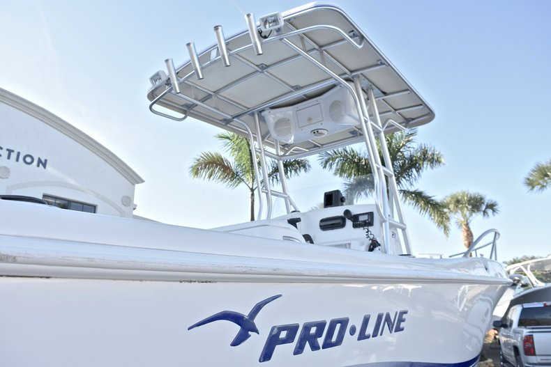 Thumbnail 8 for Used 2006 Pro-Line 21 Sport boat for sale in West Palm Beach, FL