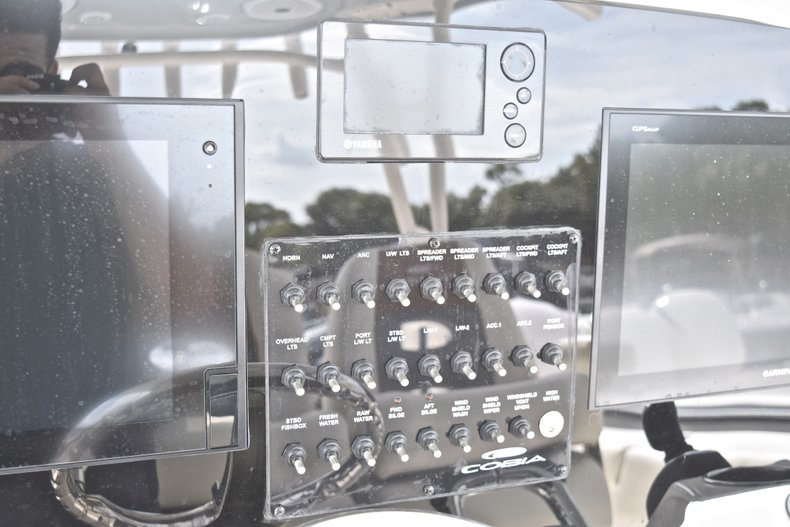 Thumbnail 40 for New 2018 Cobia 344 Center Console boat for sale in West Palm Beach, FL