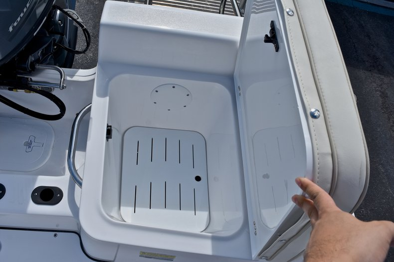 Thumbnail 16 for New 2018 Sportsman 19 Island Reef boat for sale in West Palm Beach, FL