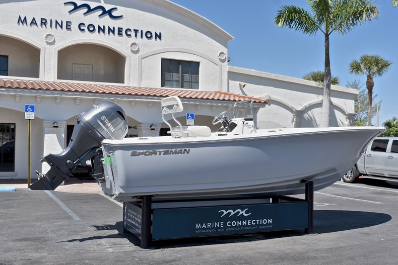 Thumbnail 7 for New 2018 Sportsman 19 Island Reef boat for sale in West Palm Beach, FL