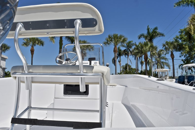 Thumbnail 8 for New 2018 Sportsman 19 Island Reef boat for sale in West Palm Beach, FL