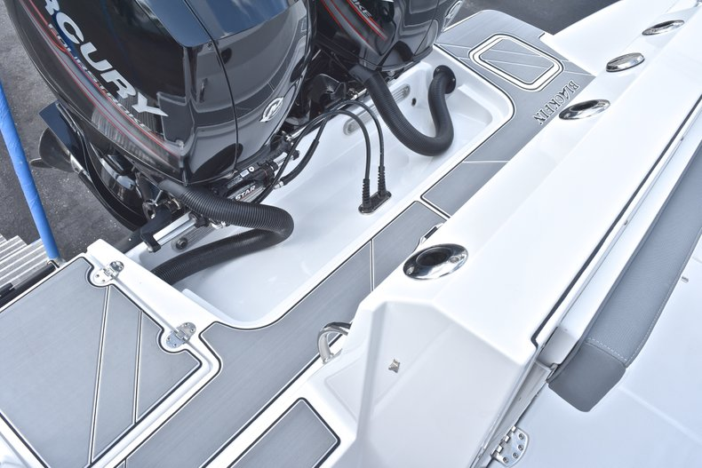 Thumbnail 11 for New 2018 Blackfin 242CC Center Console boat for sale in West Palm Beach, FL