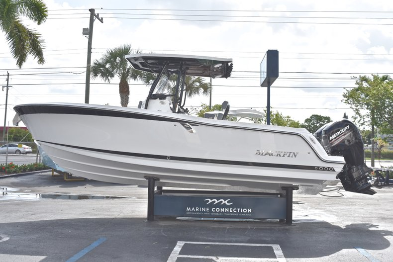 Thumbnail 4 for New 2018 Blackfin 242CC Center Console boat for sale in West Palm Beach, FL
