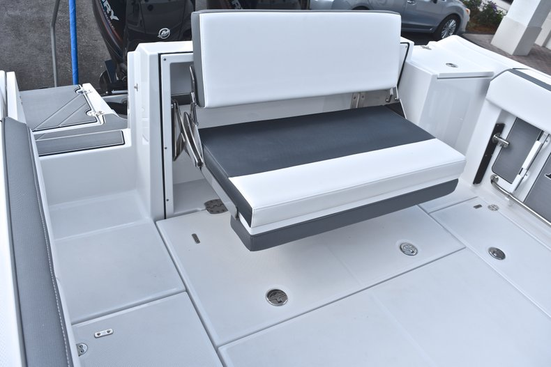 Thumbnail 15 for New 2018 Blackfin 242CC Center Console boat for sale in West Palm Beach, FL