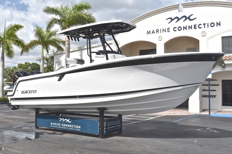 Thumbnail 1 for New 2018 Blackfin 242CC Center Console boat for sale in West Palm Beach, FL