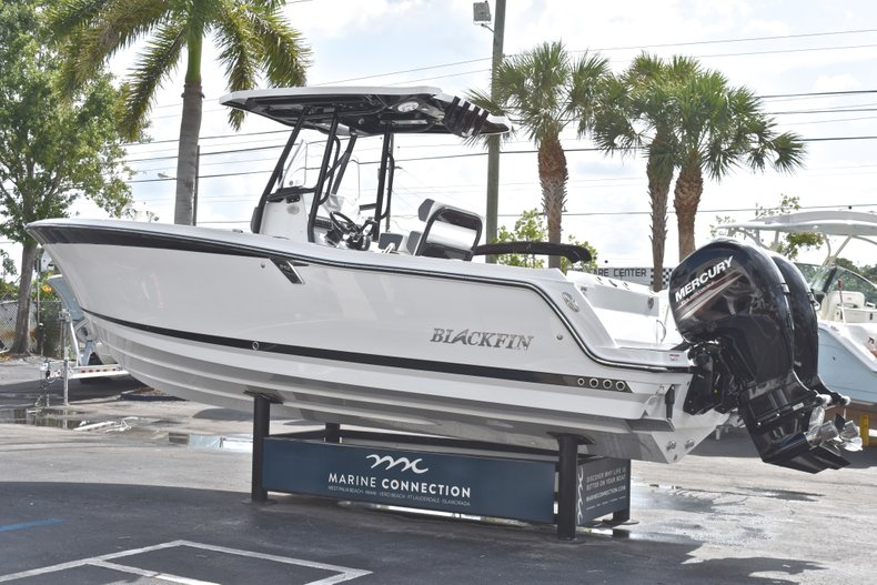 Thumbnail 5 for New 2018 Blackfin 242CC Center Console boat for sale in West Palm Beach, FL