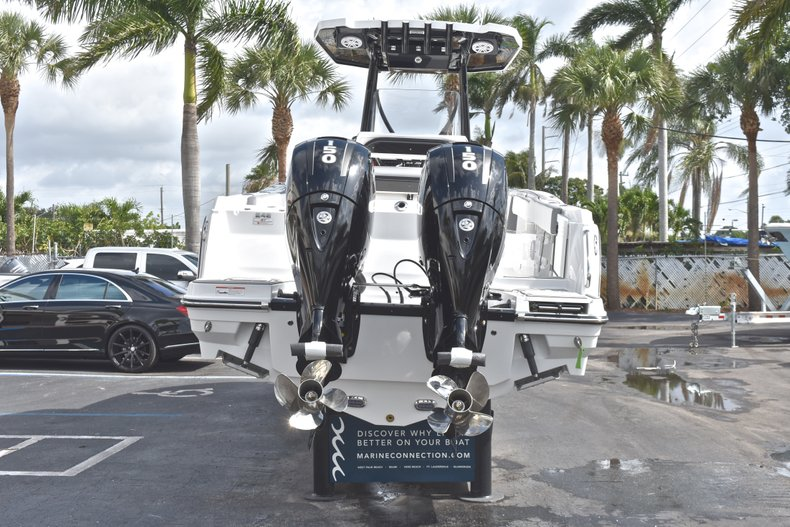 Thumbnail 6 for New 2018 Blackfin 242CC Center Console boat for sale in West Palm Beach, FL