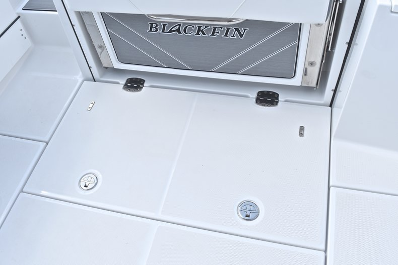 Thumbnail 18 for New 2018 Blackfin 242CC Center Console boat for sale in West Palm Beach, FL