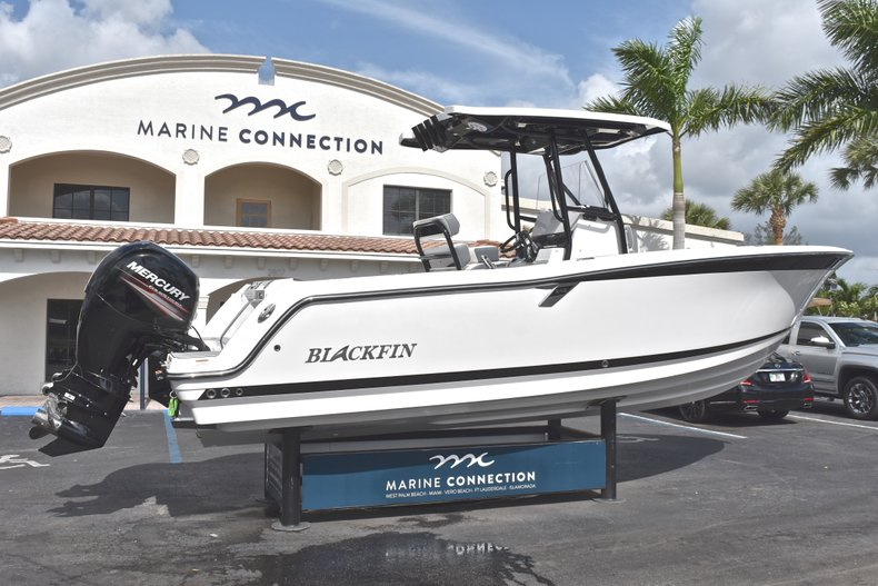 Thumbnail 7 for New 2018 Blackfin 242CC Center Console boat for sale in West Palm Beach, FL