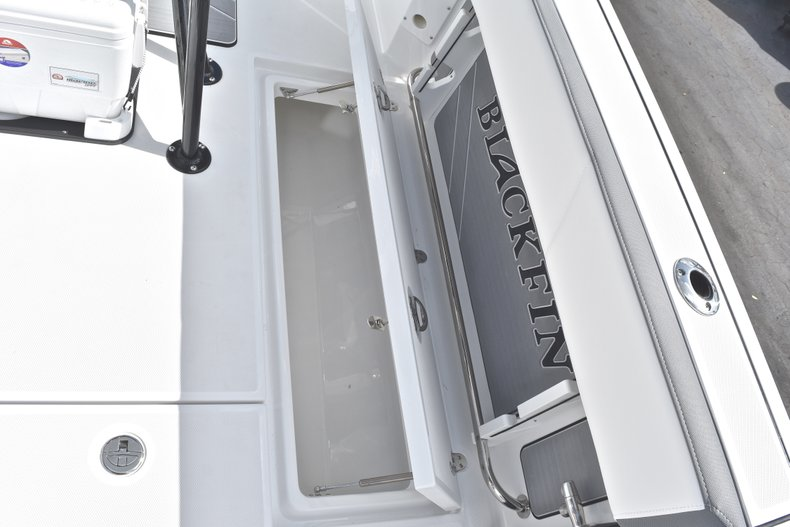 Thumbnail 21 for New 2018 Blackfin 242CC Center Console boat for sale in West Palm Beach, FL