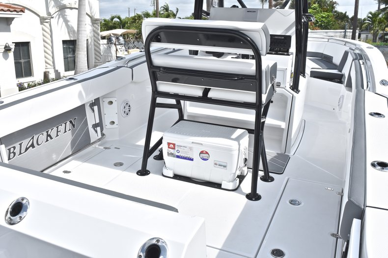 Thumbnail 8 for New 2018 Blackfin 242CC Center Console boat for sale in West Palm Beach, FL