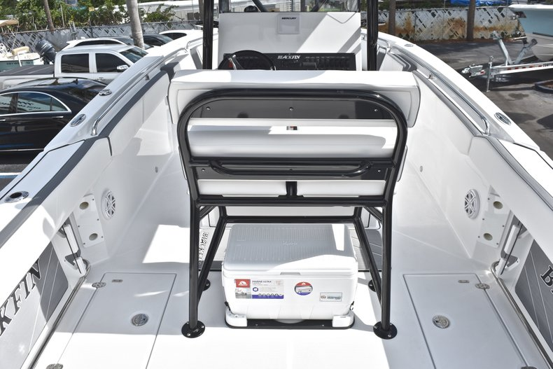 Thumbnail 9 for New 2018 Blackfin 242CC Center Console boat for sale in West Palm Beach, FL