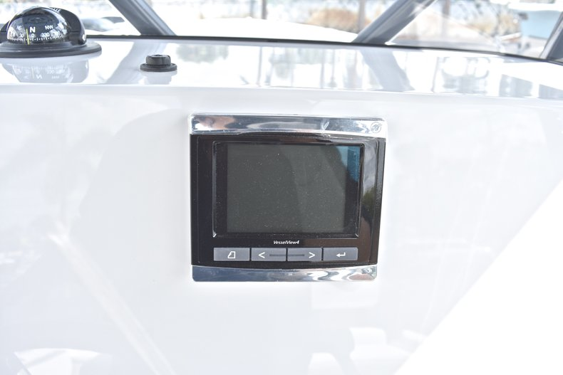 Thumbnail 34 for New 2018 Blackfin 242CC Center Console boat for sale in West Palm Beach, FL