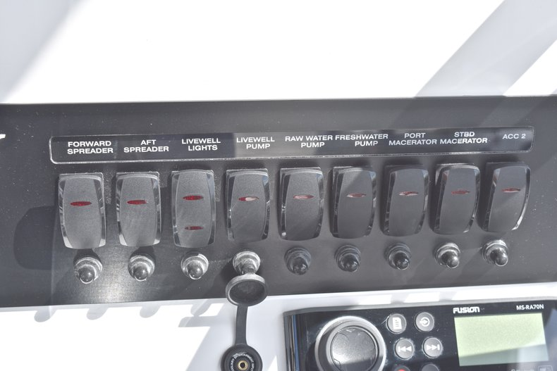 Thumbnail 37 for New 2018 Blackfin 242CC Center Console boat for sale in West Palm Beach, FL