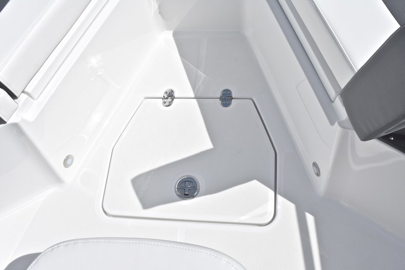 Thumbnail 48 for New 2018 Blackfin 242CC Center Console boat for sale in West Palm Beach, FL