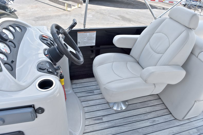 Thumbnail 22 for Used 2015 Starcraft SLS 3 Pontoon boat for sale in West Palm Beach, FL