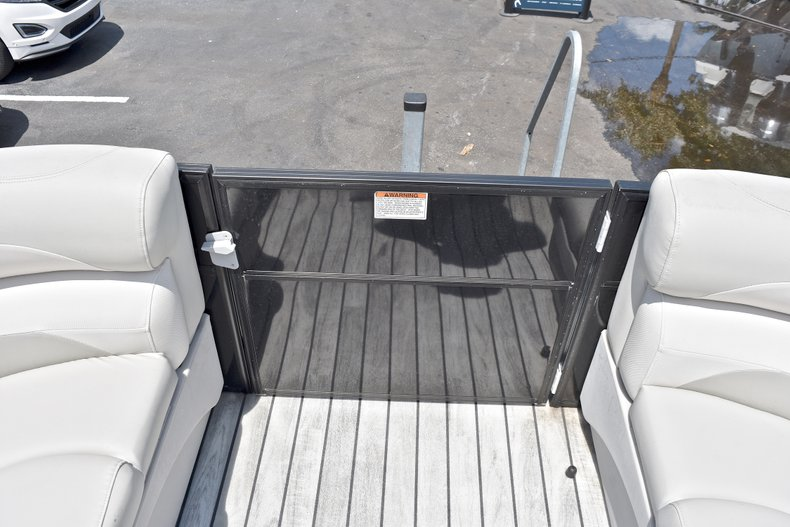Thumbnail 41 for Used 2015 Starcraft SLS 3 Pontoon boat for sale in West Palm Beach, FL