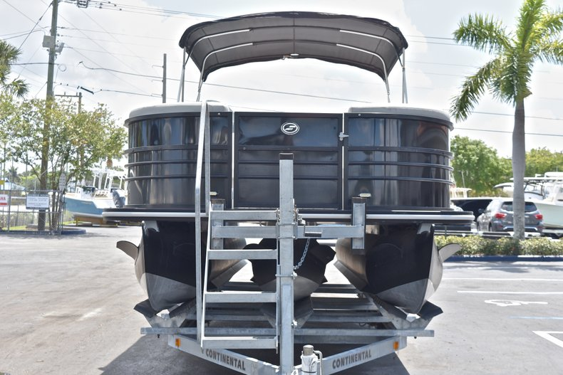 Thumbnail 3 for Used 2015 Starcraft SLS 3 Pontoon boat for sale in West Palm Beach, FL