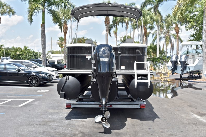 Thumbnail 8 for Used 2015 Starcraft SLS 3 Pontoon boat for sale in West Palm Beach, FL