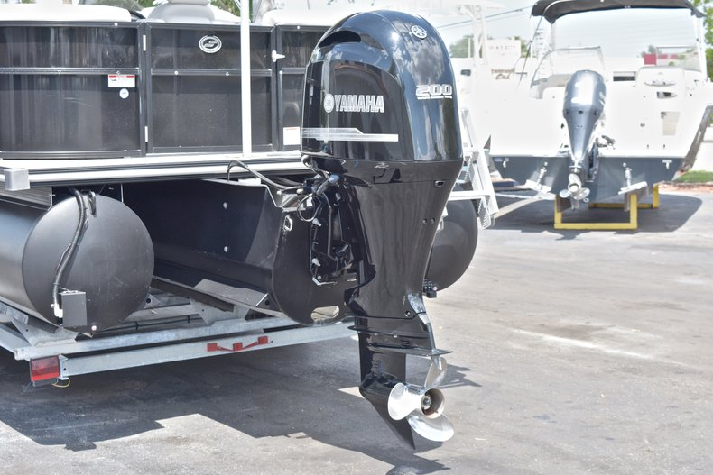 Thumbnail 7 for Used 2015 Starcraft SLS 3 Pontoon boat for sale in West Palm Beach, FL
