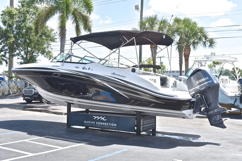 Thumbnail 5 for New 2018 Hurricane SunDeck SD 2690 OB boat for sale in West Palm Beach, FL