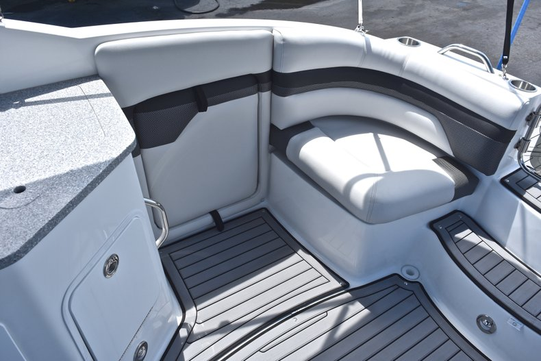 Thumbnail 14 for New 2018 Hurricane SunDeck SD 2690 OB boat for sale in West Palm Beach, FL