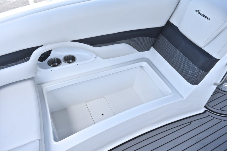 Thumbnail 21 for New 2018 Hurricane SunDeck SD 2690 OB boat for sale in West Palm Beach, FL