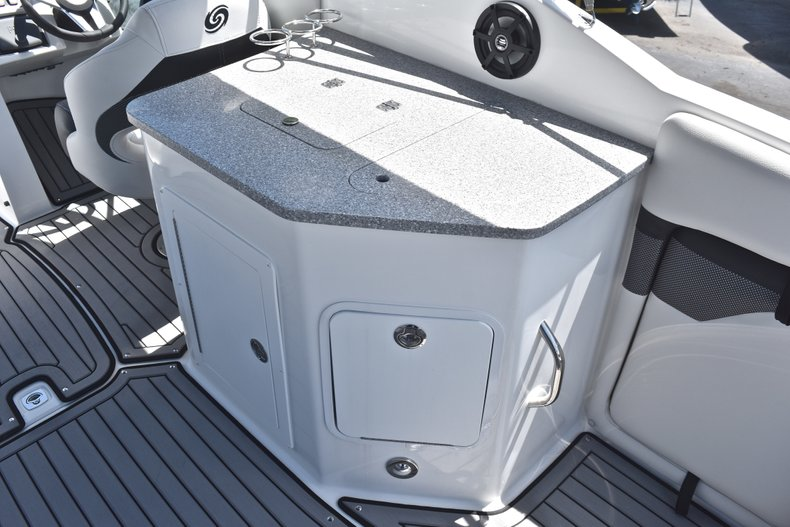 Thumbnail 22 for New 2018 Hurricane SunDeck SD 2690 OB boat for sale in West Palm Beach, FL