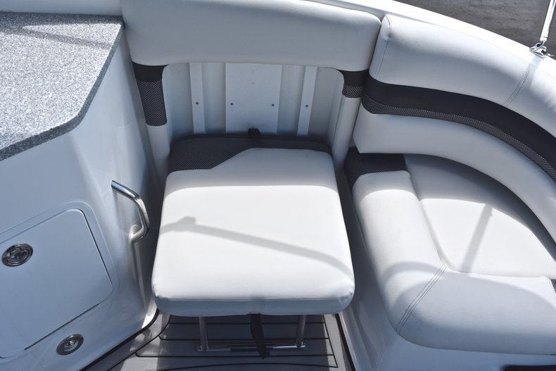 Thumbnail 15 for New 2018 Hurricane SunDeck SD 2690 OB boat for sale in West Palm Beach, FL