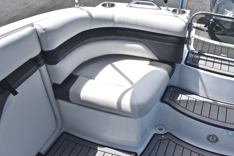 Thumbnail 17 for New 2018 Hurricane SunDeck SD 2690 OB boat for sale in West Palm Beach, FL