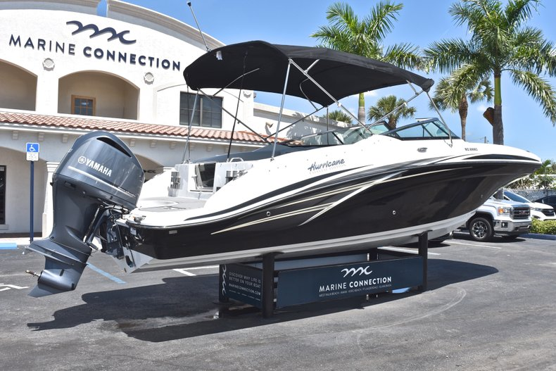 Thumbnail 7 for New 2018 Hurricane SunDeck SD 2690 OB boat for sale in West Palm Beach, FL