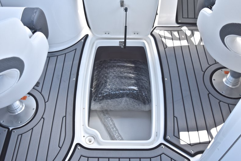 Thumbnail 30 for New 2018 Hurricane SunDeck SD 2690 OB boat for sale in West Palm Beach, FL