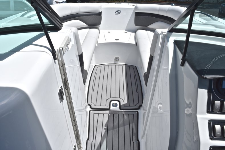 Thumbnail 43 for New 2018 Hurricane SunDeck SD 2690 OB boat for sale in West Palm Beach, FL