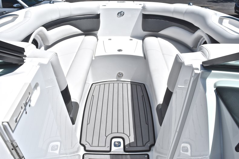 Thumbnail 46 for New 2018 Hurricane SunDeck SD 2690 OB boat for sale in West Palm Beach, FL