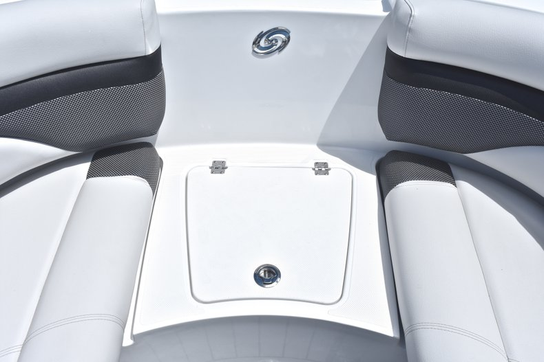 Thumbnail 52 for New 2018 Hurricane SunDeck SD 2690 OB boat for sale in West Palm Beach, FL