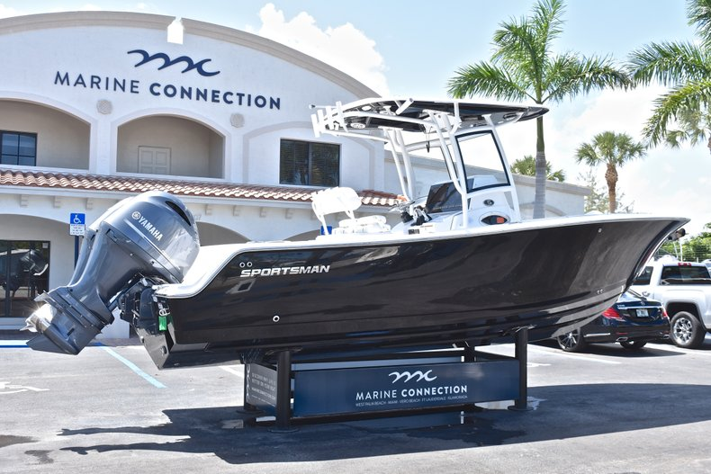 Thumbnail 8 for New 2018 Sportsman Open 252 Center Console boat for sale in West Palm Beach, FL