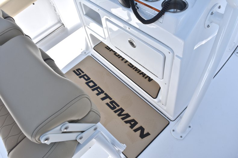 Thumbnail 34 for New 2018 Sportsman Open 212 Center Console boat for sale in West Palm Beach, FL