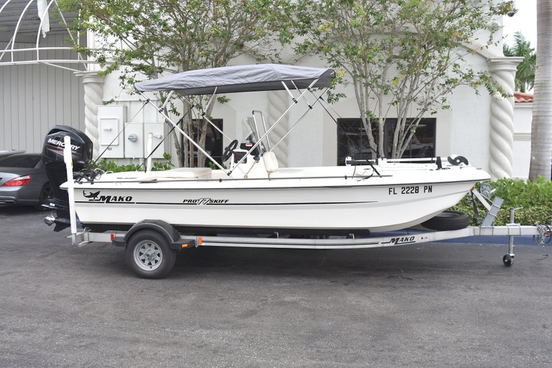 Thumbnail 1 for Used 2013 Mako Pro Skiff 17 Center Console boat for sale in West Palm Beach, FL