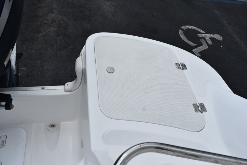 Thumbnail 11 for Used 2010 Hurricane SunDeck SD 2200 OB boat for sale in West Palm Beach, FL