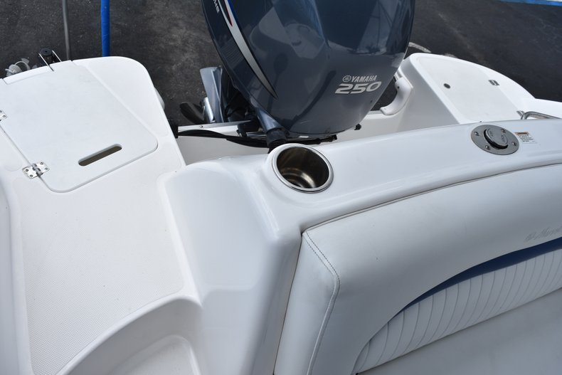 Thumbnail 10 for Used 2010 Hurricane SunDeck SD 2200 OB boat for sale in West Palm Beach, FL