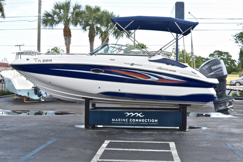 Thumbnail 4 for Used 2010 Hurricane SunDeck SD 2200 OB boat for sale in West Palm Beach, FL