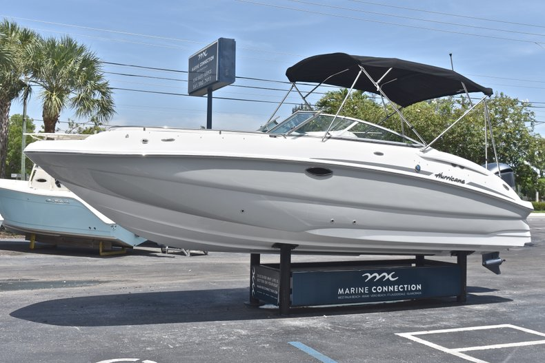 Thumbnail 3 for New 2018 Hurricane SunDeck SD 2400 OB boat for sale in West Palm Beach, FL