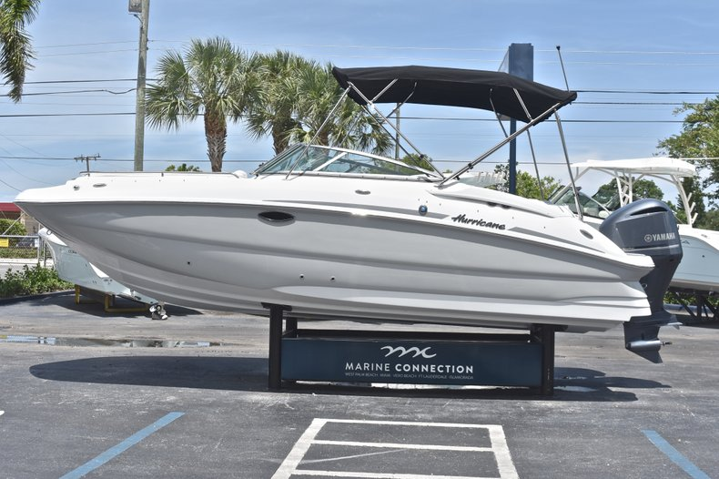 Thumbnail 4 for New 2018 Hurricane SunDeck SD 2400 OB boat for sale in West Palm Beach, FL