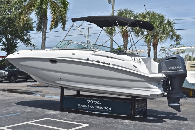 Thumbnail 5 for New 2018 Hurricane SunDeck SD 2400 OB boat for sale in West Palm Beach, FL