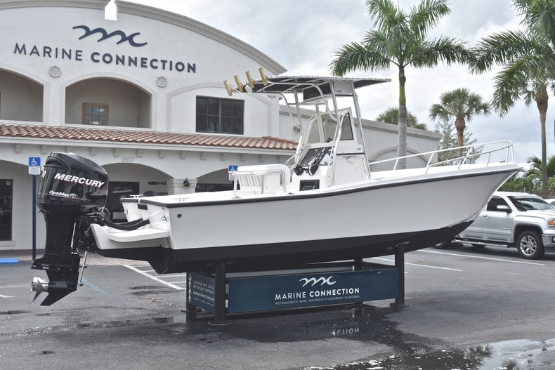 Thumbnail 7 for Used 1998 Mako 232 Center Console boat for sale in West Palm Beach, FL