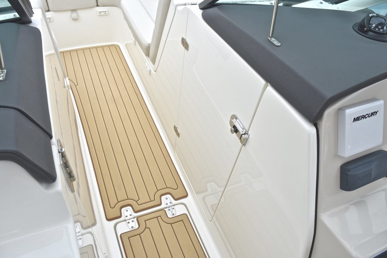 Thumbnail 67 for Used 2017 Boston Whaler 270 Vantage boat for sale in West Palm Beach, FL
