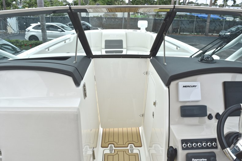 Thumbnail 69 for Used 2017 Boston Whaler 270 Vantage boat for sale in West Palm Beach, FL