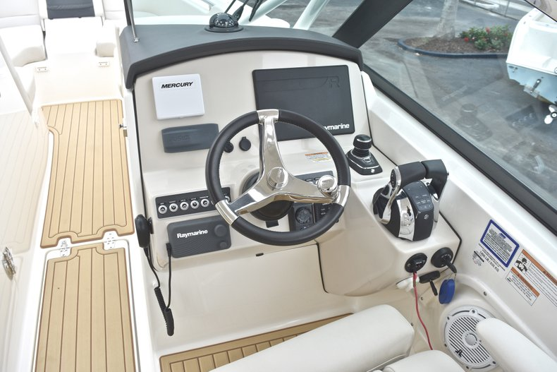 Thumbnail 48 for Used 2017 Boston Whaler 270 Vantage boat for sale in West Palm Beach, FL
