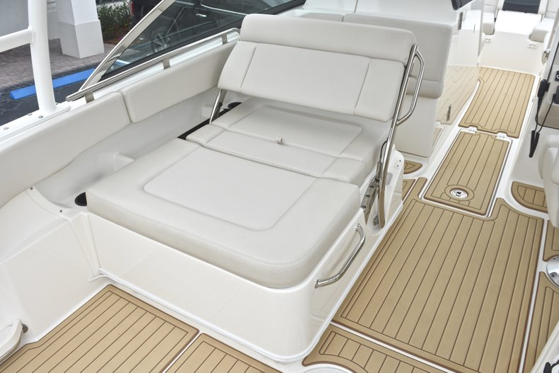 Thumbnail 37 for Used 2017 Boston Whaler 270 Vantage boat for sale in West Palm Beach, FL