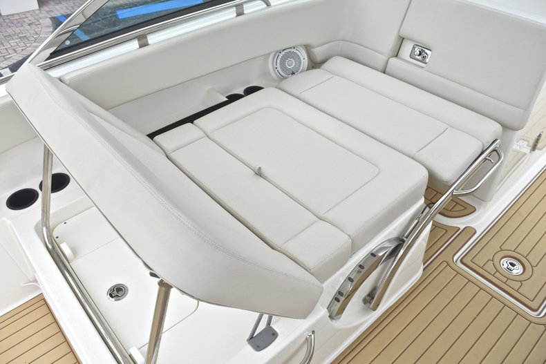 Thumbnail 40 for Used 2017 Boston Whaler 270 Vantage boat for sale in West Palm Beach, FL